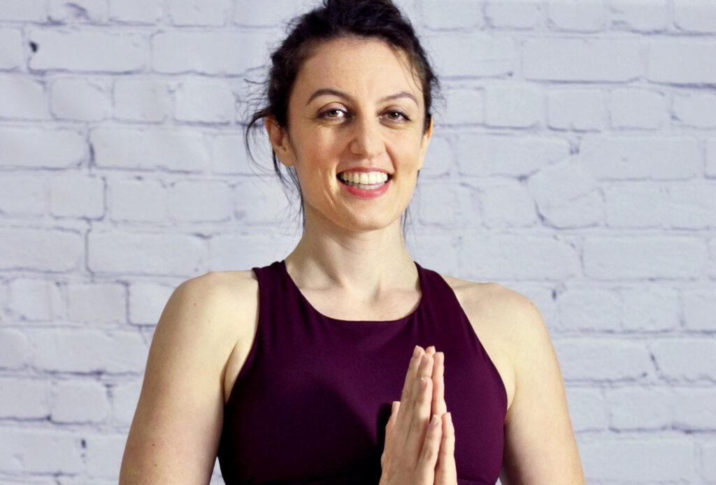 Yogalehrerin Nuschin Ghahremani